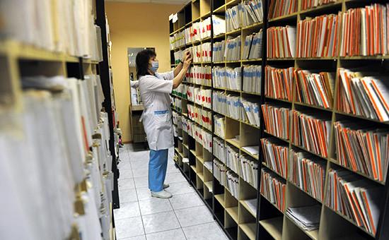 Сотрудница регистратуры в городской поликлинике