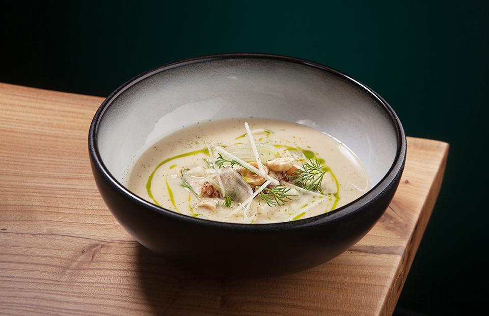 Крем-суп из сельдерея с карамелизированными яблоками
