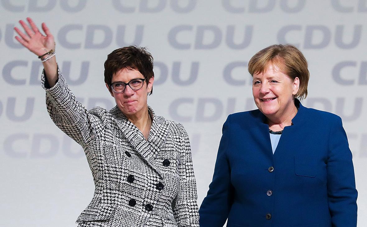 Аннегрет Крамп-Карренбауэр и Ангела Меркель (слева направо)