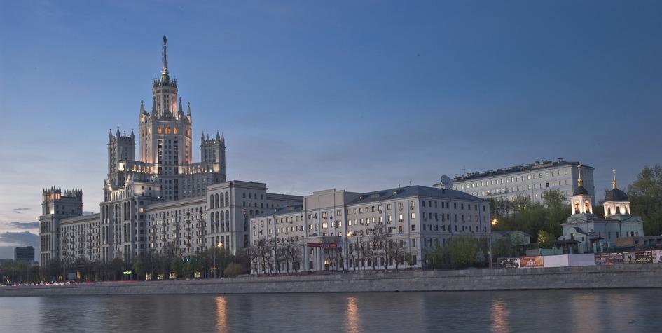 Вид наКотельническую набережную вМоскве.
