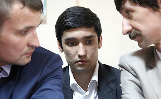 Сын вице-президента ЛУКОЙЛа Руслан Шамсуаров (в центре)на заседании Гагаринского суда