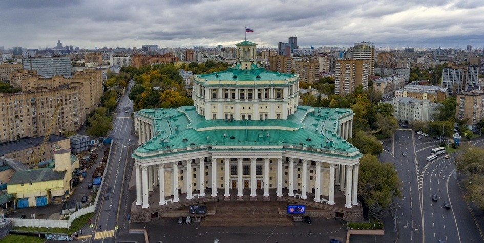 Вид на здание Театра российской армии в Москве (арх. К. Алабян)