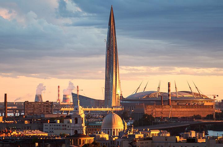 Вид на общественно-деловой комплекс «Лахта Центр» и стадион «Санкт-Петербург»