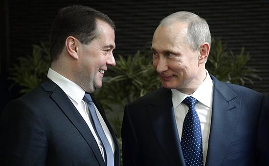 Премьер-министр РФ Дмитрий Медведев и президент России Владимир Путин (слева направо)