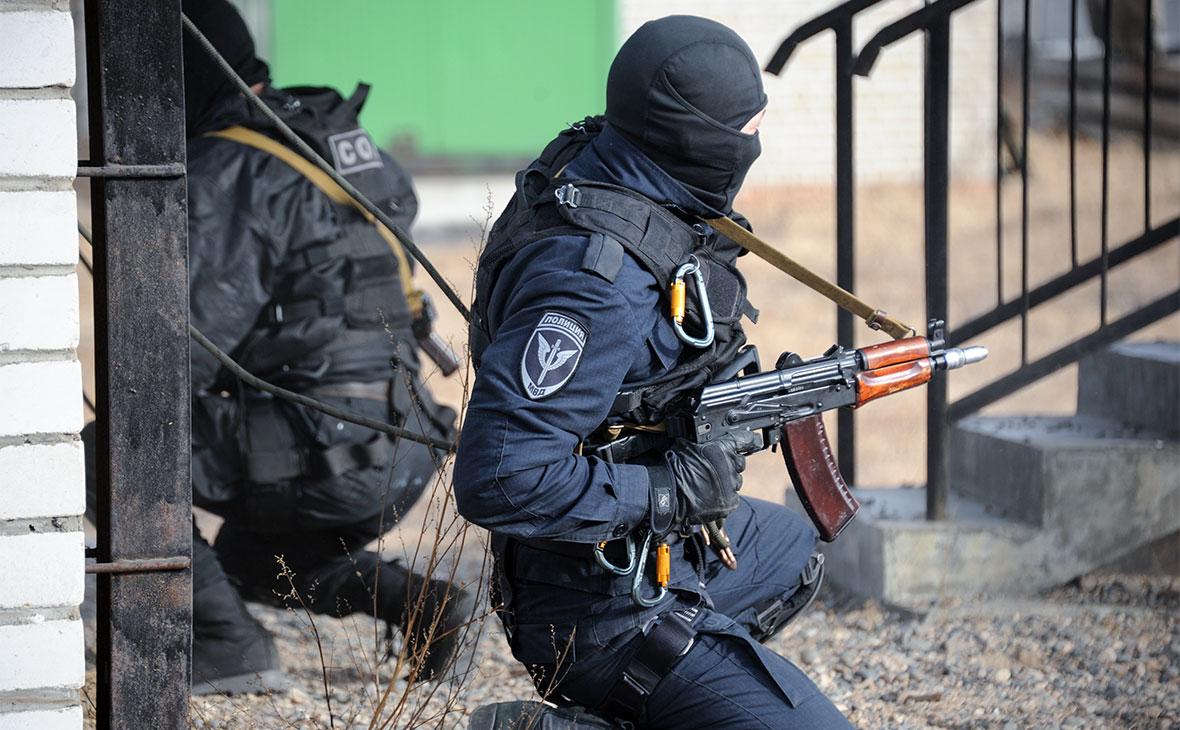Бойцы специального подразделения войск Росгвардии на показательных учениях в Чите