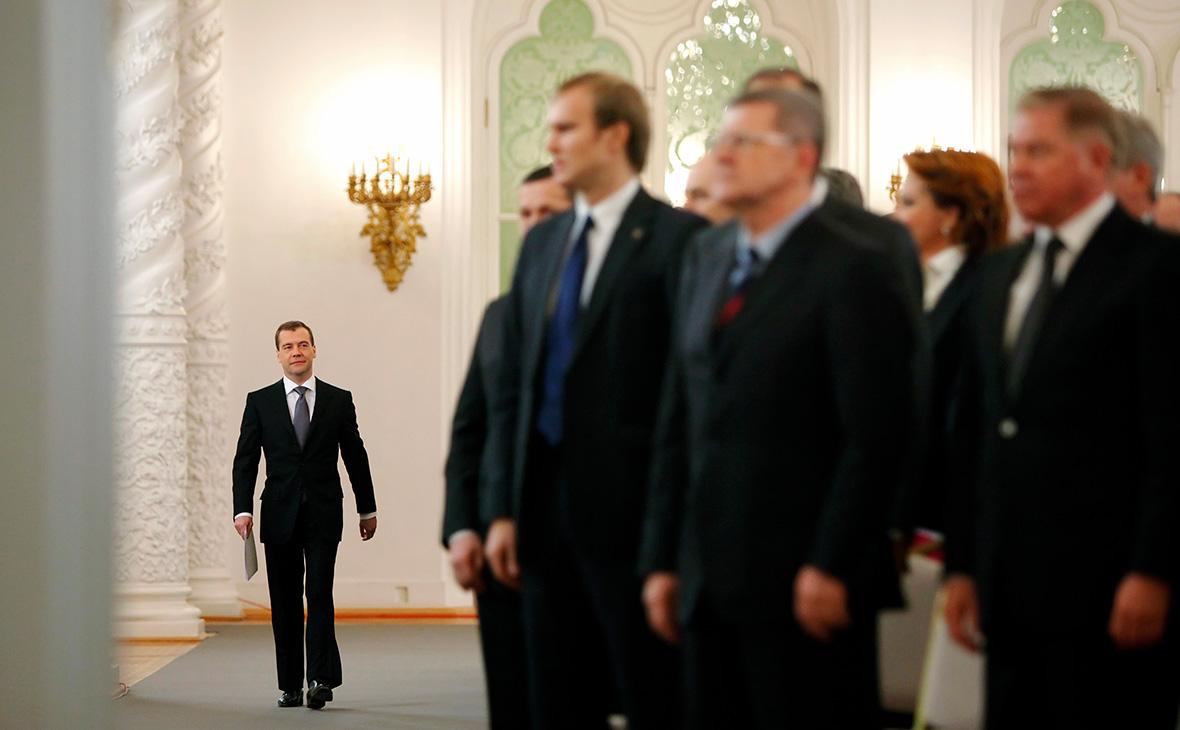 Дмитрий Медведев(слева)