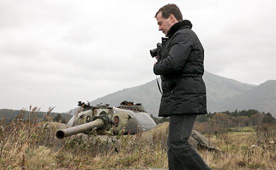 Премьер-министр РФ Дмитрий Медведев во время прогулки по острову Кунашир в 2010 году
