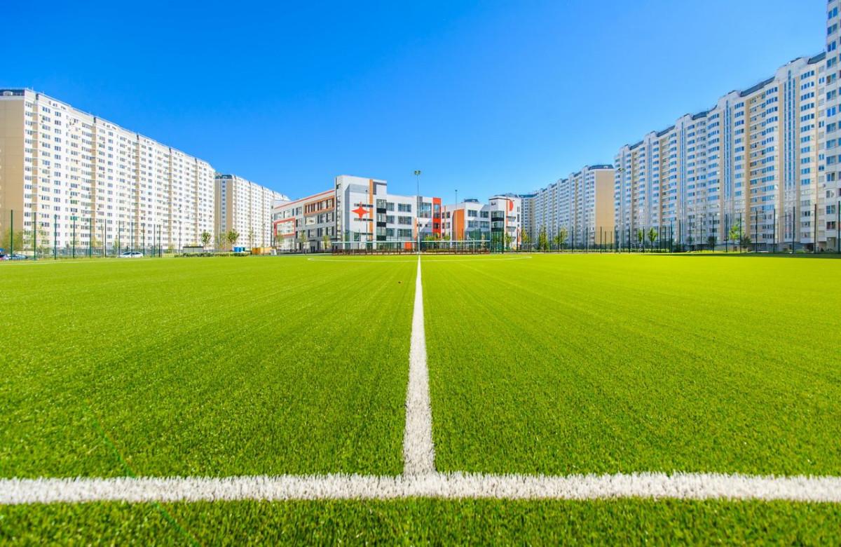 Вид на футбольное поле в городе-парке «Первый Московский»