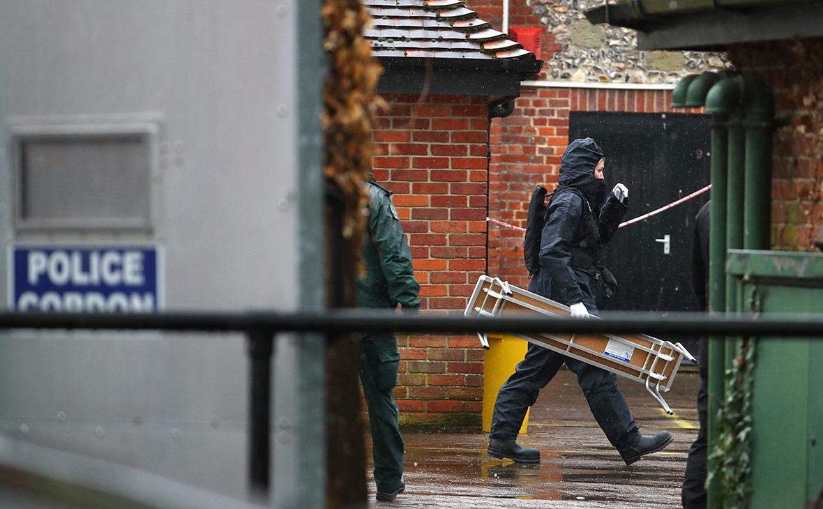 Полицейские Великобритании обыскивают место, которое посещал Сергей Скрипаль перед отравлением. Апрель 2018 года