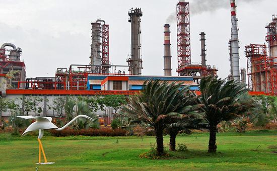 Нефтеперерабатывающий завод Essar Oil в западном штате Гуджарат, Индия