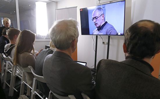 Онлайн-пресс-конференция экс-главы ЮКОСаМихаила Ходорковского вофисе общественного движения «Открытая Россия», 9 декабря 2015 года