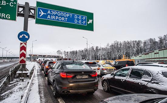 Автомобили напункте оплаты проезда первого платного участка отМКАД доСолнечногорска автомобильной дороги М11 Москва—Санкт-Петербург