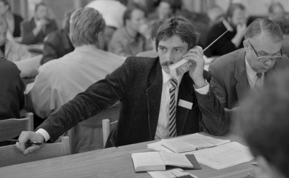 Брокер во время работы на товарно-сырьевой бирже в Вильнюсе. 9 октября 1991 года