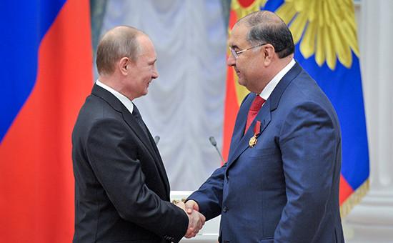 Архивное фото. Президент России Владимир Путин (слева) и бизнесменАлишер Усманов