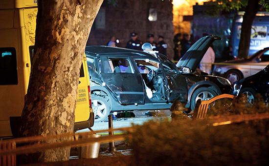 Последствиявзрыва машины оппозиционного депутата парламента Грузии Гиви Таргамадзе в центре Тбилиси