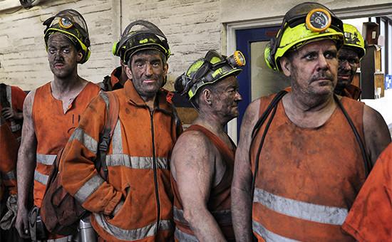 Горняки шахты «Келлингли» впоследний рабочий день 18 декабря 2015 года