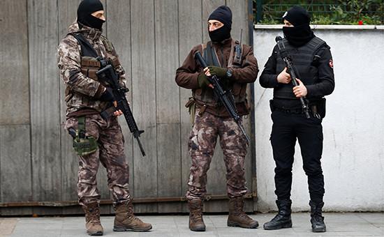 Полицейские патрули наулицах Стамбула