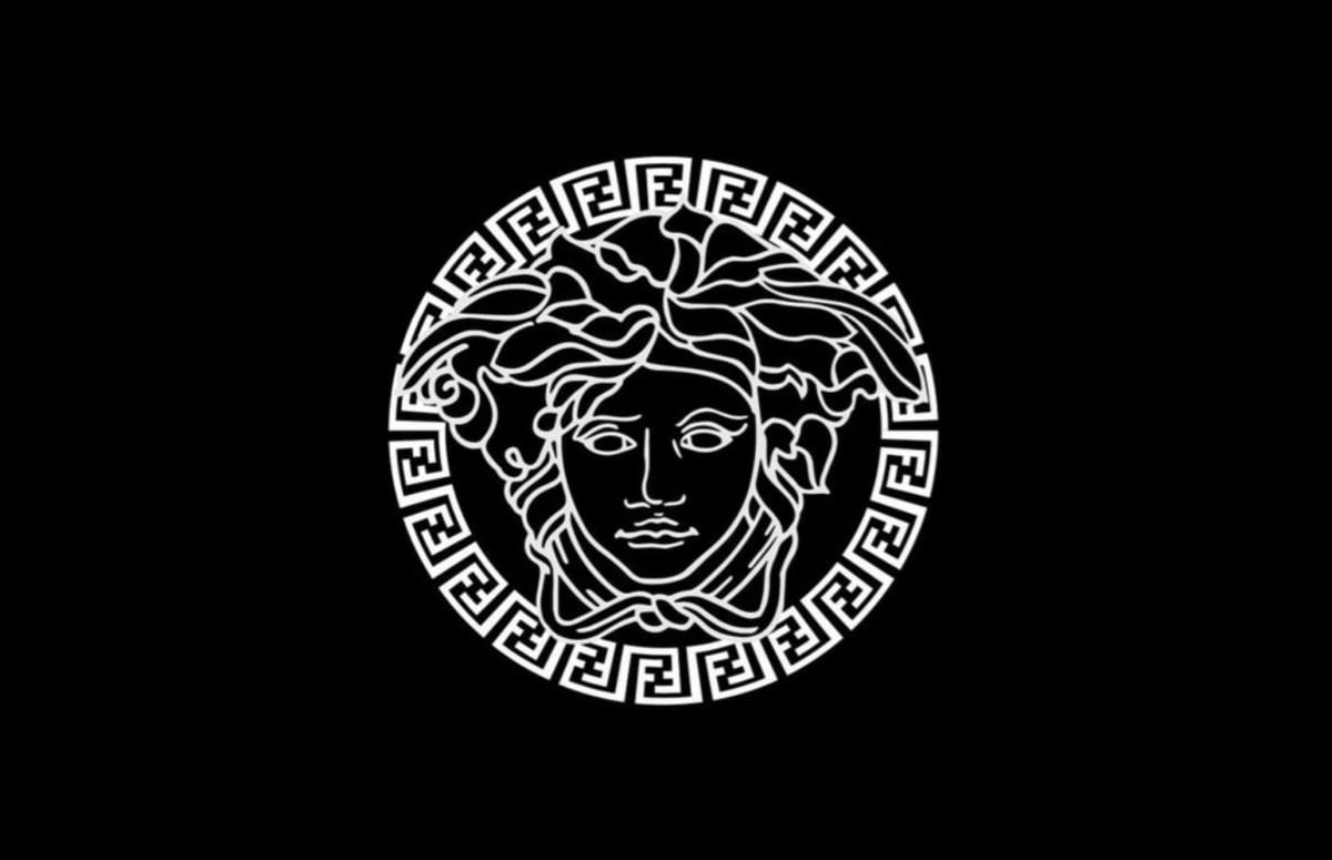 Объединенный логотип Fendi и Versace