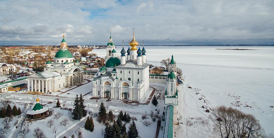 Вид на монастырь в городе Ростов Великий, который включен в туристический маршрут «Золотое кольцо России»