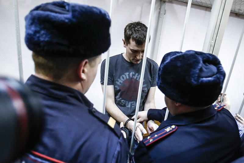 Олега Навального берут под стражу в зале суда