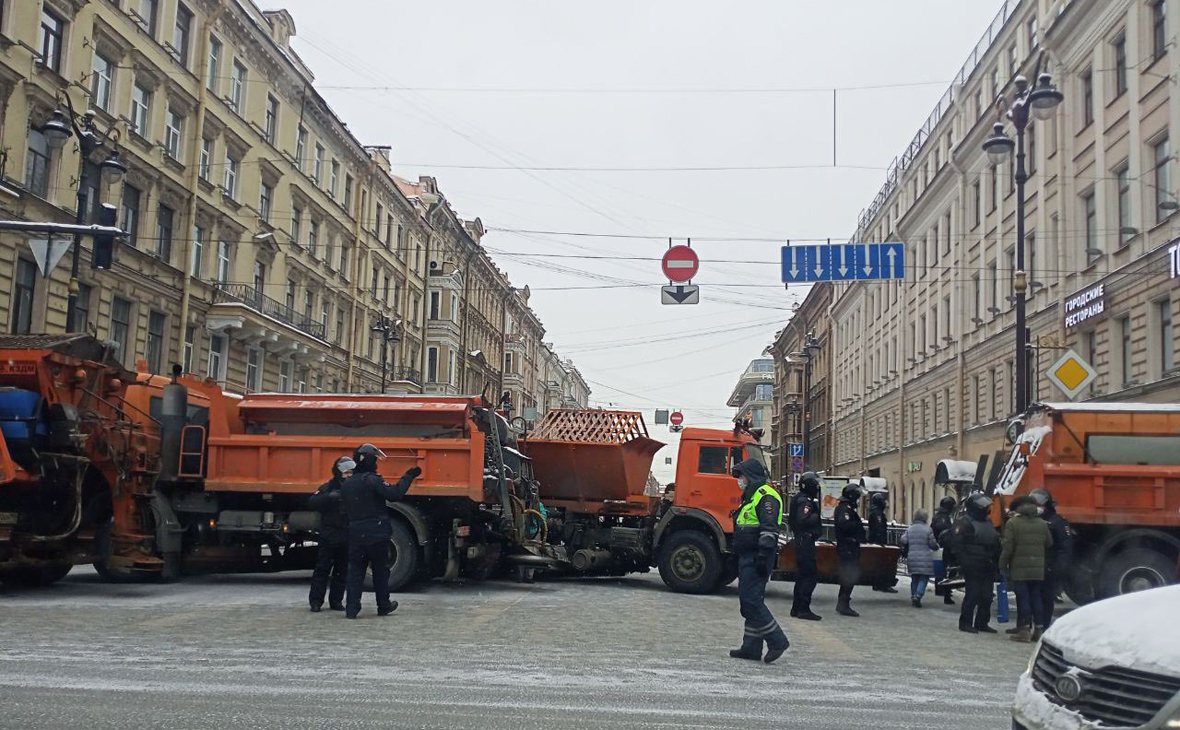 В Петербурге перекрыли центр города и закрыли несколько станций метро