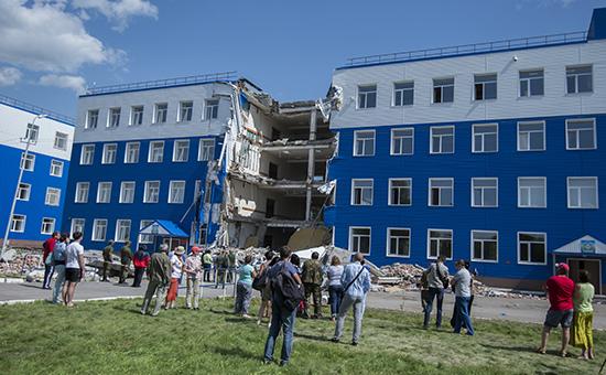 Здание казармы учебного центра ВДВ в поселке Светлый Омской области, где произошло обрушение перекрытия второго этажа. 14 июля 2015 года