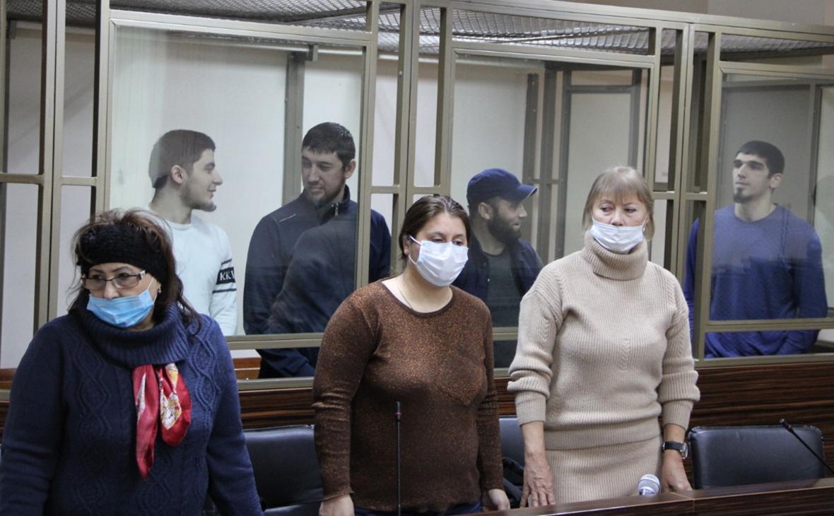 Хидирнеби Казуев, Габибула Халдузов, Самир Ибрагимов и Шамиль Магомедов (на втором плане)