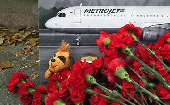 Цветы впамять опассажирах разбившегося самолета Airbus 321 компании «Когалымавиа»