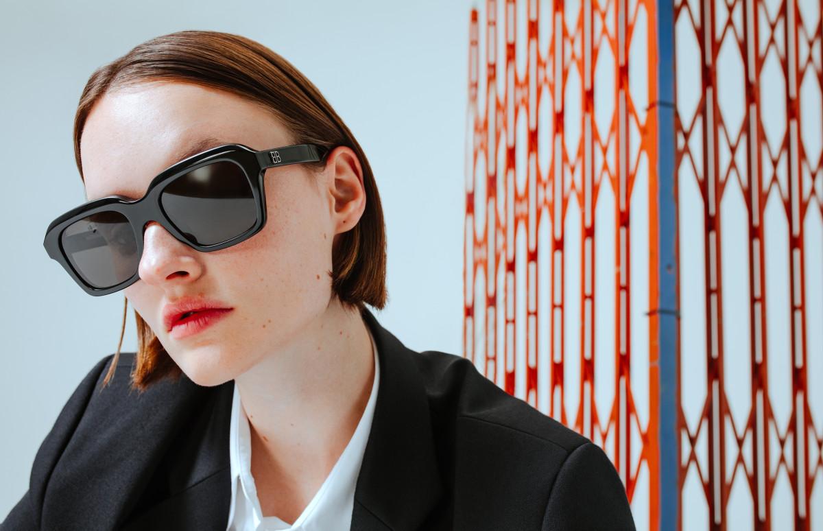 На Марине: рубашка и пиджак MM6 Maison Margiela, очки Balenciaga
