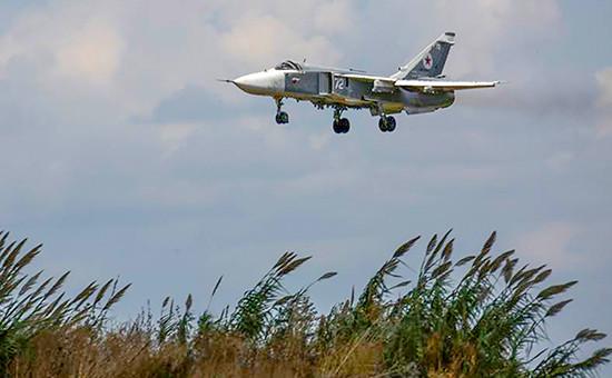 Российский фронтовой бомбардировщик Су-24М надаэродромом Хмеймим