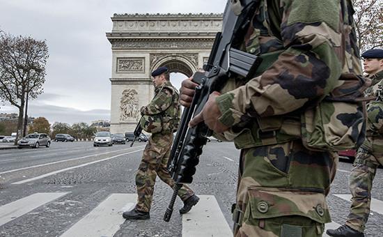 Военный патруль на улицах Парижа