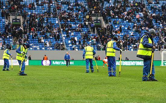 Уборка газона настадионе «Санкт-Петербург Арена»