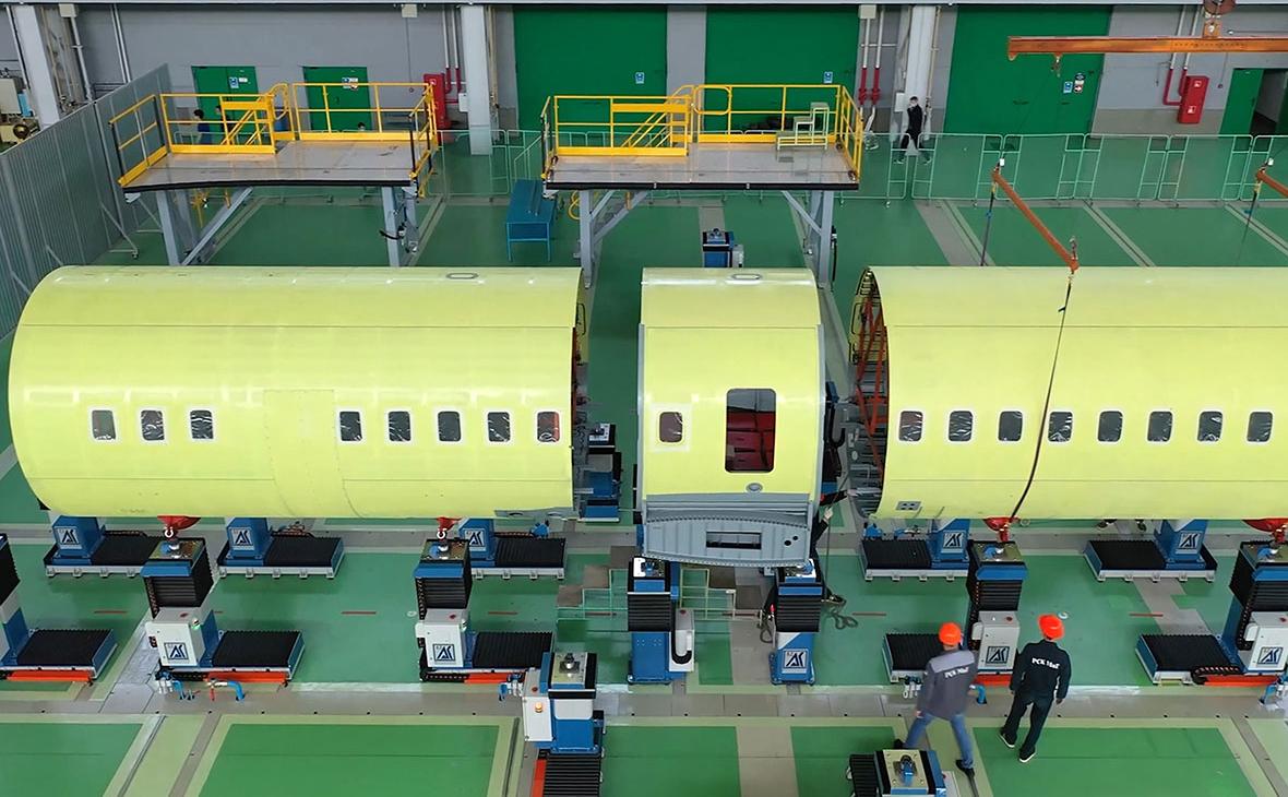 Изготовление части фюзеляжа нового российского пассажирского самолета Ил-114-300 на Луховицком авиационном заводе (ЛАЗ) им. П.А. Воронина