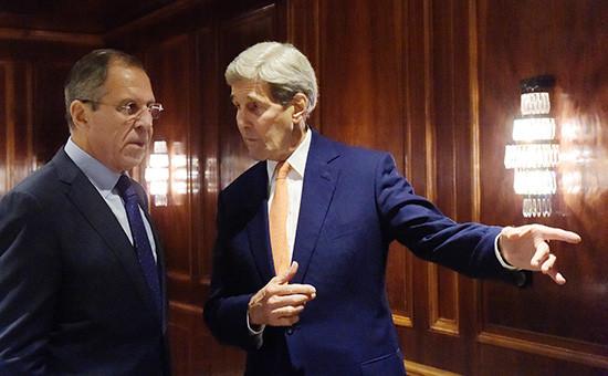 Министр иностранных дел России Сергей Лавров (слева) и госсекретарь США Джон Керри во время встречи в Вене