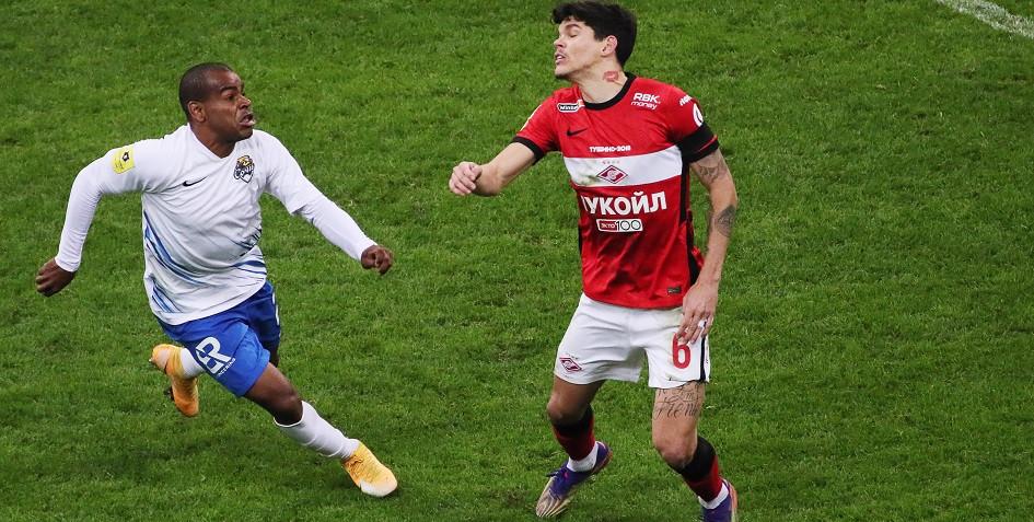 Футболисты Жоаозиньо из «Сочи» и Айртон из «Спартака» (слева направо)