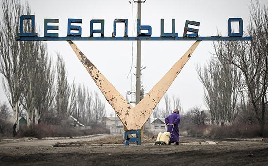 Стелла на въезде в Дебальцево после отхода из города украинских военных. Архивное фото