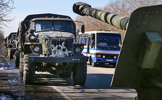 Отвод тяжелой военной техники в окрестностях Донецка