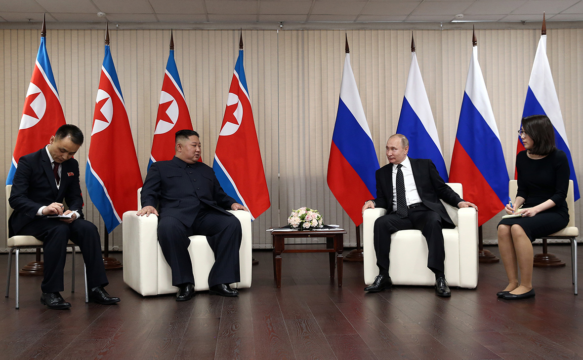 Владимир Путин и Ким Чен Ын (второй слева)