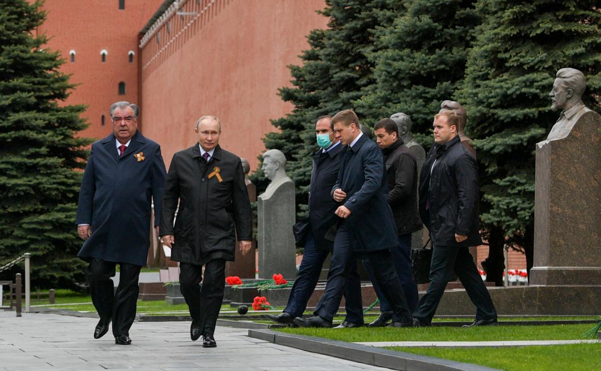 Эмомали Рахмон и Владимир Путин (слева направо)