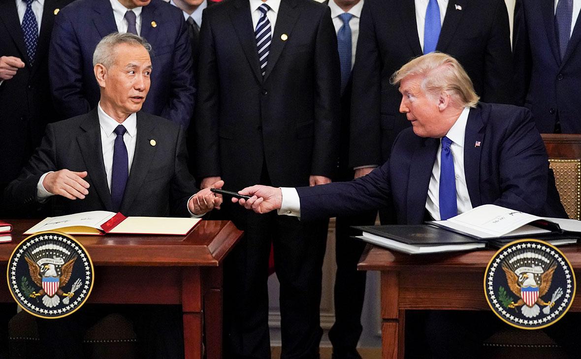 Лю Хэ и Дональд Трамп после подписания «первого этапа»американо-китайского торгового соглашения