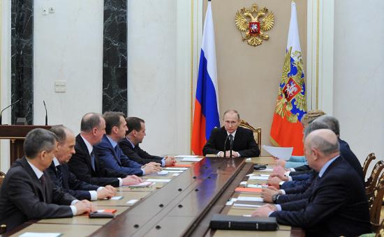 Президент РоссииВладимир Путин вовремя заседания Совета безопасности РФ вКремле