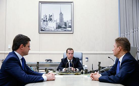 Министр энергетики РФАлександр Новак, премьер-министр РФДмитрий Медведев ипредседатель правления компании «Газпром» Алексей Миллер (слева направо) вовремя встречи