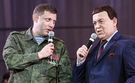 Премьер-министр ДНР Александр Захарченко и певец Иосиф Кобзон (слева направо) в Донецком театре оперы и балета