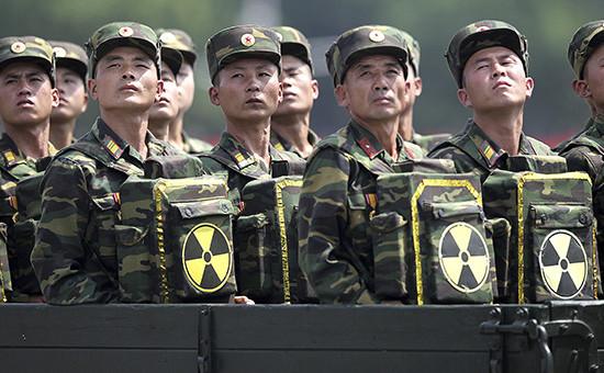 Северокорейские солдаты во время парада, 27 июля 2013 года