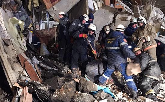 На месте обрушения части многоэтажного дома впоселке ШаханКарагандинской области, Казахстан