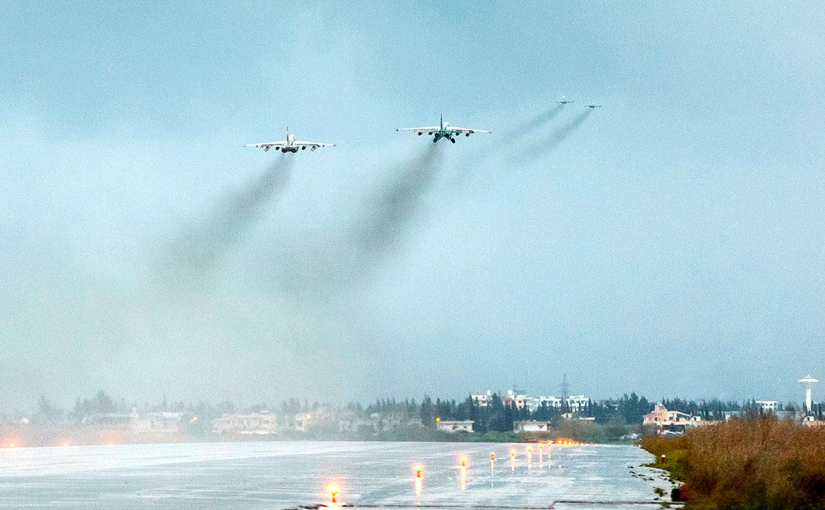 Российские самолеты ВКС вылетают с авиабазы Хмеймим