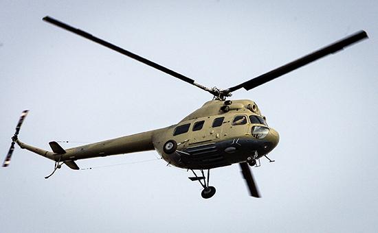 Вертолет Ми-2 во время показательных выступлений