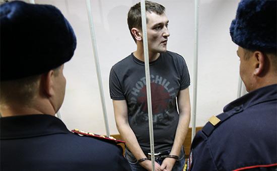 Олег Навальный (в центре)