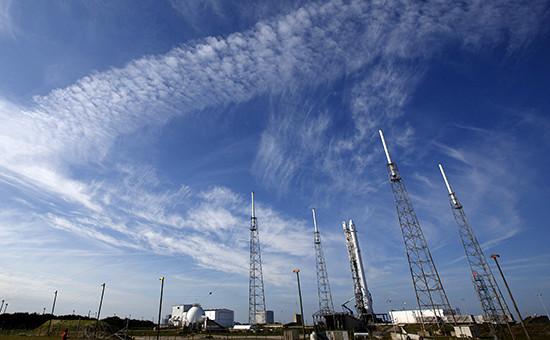 Ракета-носитель Falcon 9 на космодроме. Мыс Канавералл, Флорида