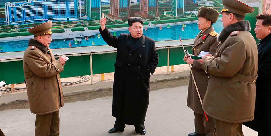 Лидер Северной Кореи Ким Чен Ын проинспектировал строительство жилого квартала Mirae. 2015 год